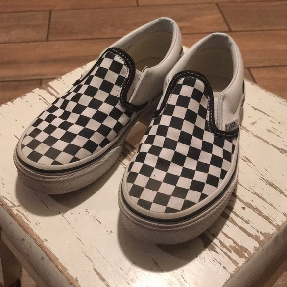 youth black and white checkered vans